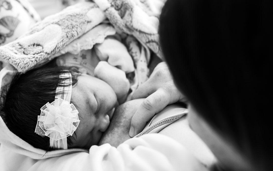 Agosto Dourado: leite materno como alimento de ouro para o bebê